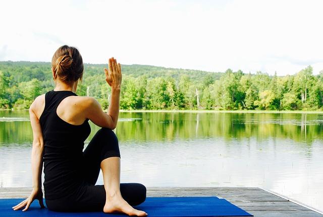 yoga-1812695_640 small